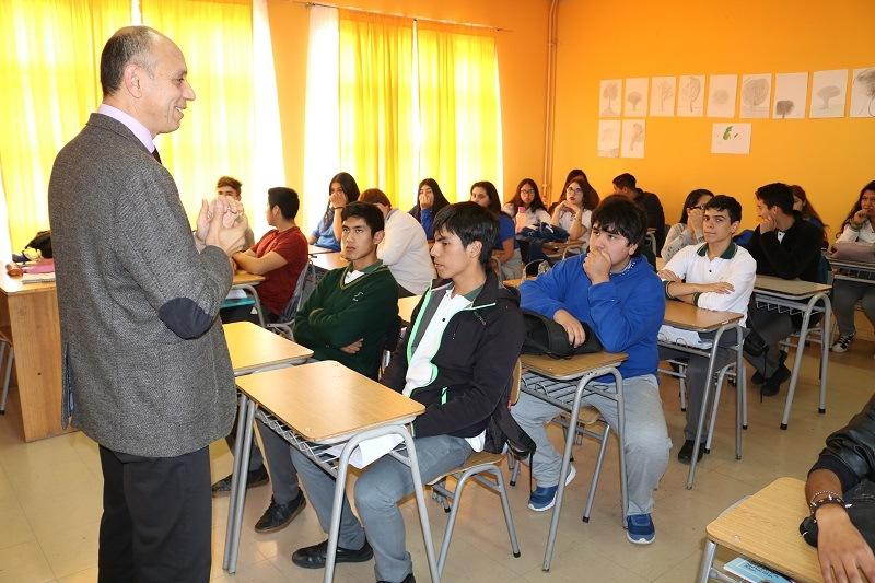 Estudiantes becados comienzan con clases de pre universitario Pedro de Valdivia