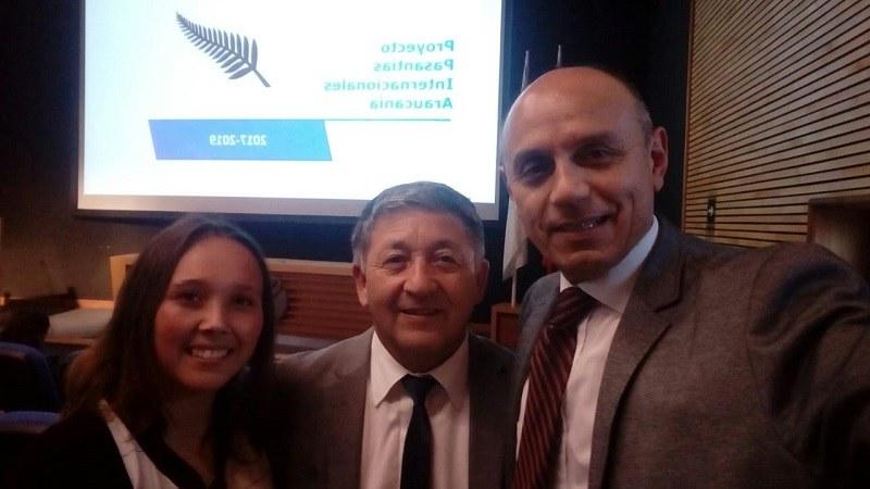 Profesora Susana Cubillos del Complejo Educacional Andrés Antonio Gorbea presenta en Universidad Católica de Temuco proyecto después de su pasantía a Nueva Zelanda