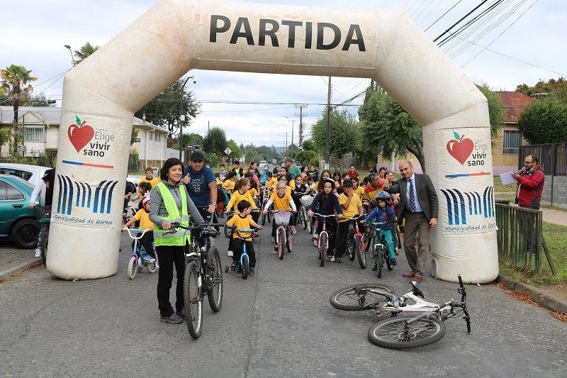 Escuela Cinco realiza Cicletada Familiar por actividades Aniversario de la Comuna
