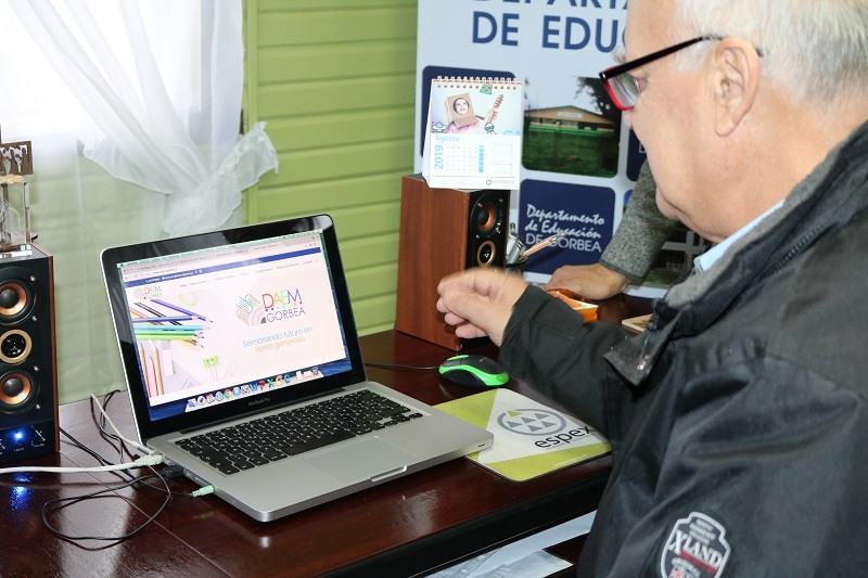 Alcalde Guido Siegmund lanza nueva página web DAEM