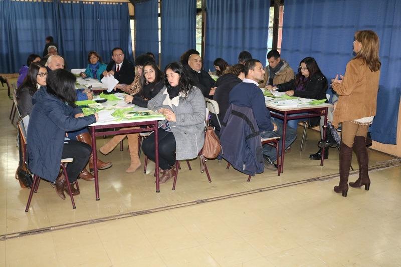 Directores y equipos de convivencia de establecimientos municipales de Gorbea se capacitan