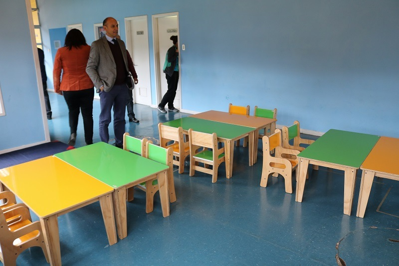 DAEM de Gorbea hace entrega de mobiliario a Jardín Infantil Arcoíris