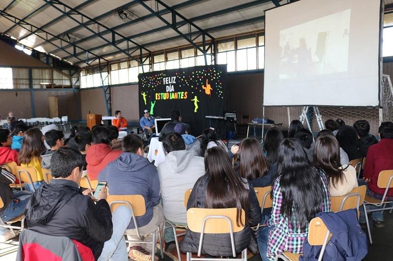 Profesores de C.E.A.A. Gorbea celebran a sus estudiantes