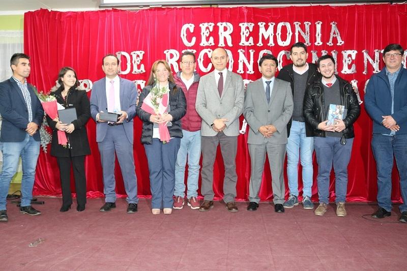 Alcalde Guido Siegmund  y DAEM realizan ceremonia a Profesores Destacados