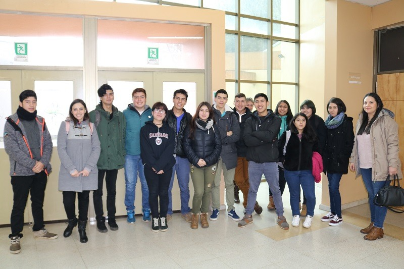 Estudiantes becados de Pre Universitario asisten a Encuentro Evoluciona