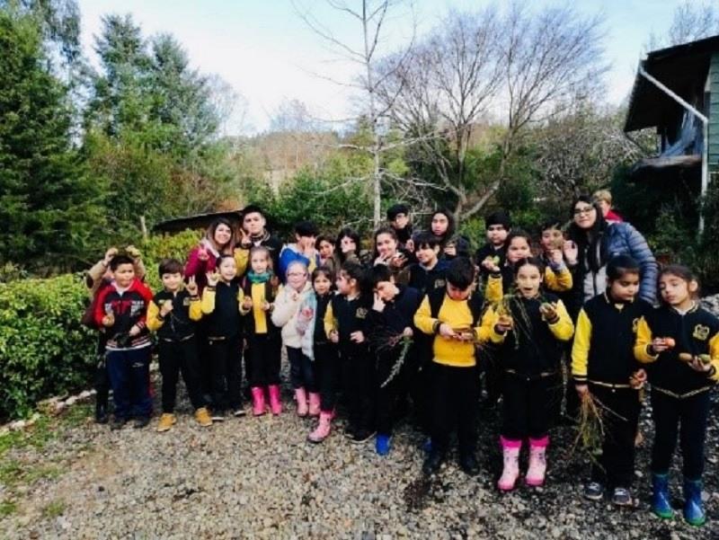 Estudiantes de Escuela Cinco realizan salida pedagógica a Granja Educativa