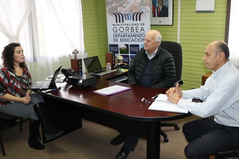 Alcalde y Daem se reúnen con Educación 2020