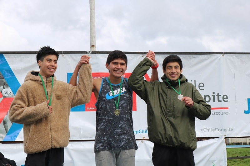 Dario Curiqueo Campeón Regional de Atletismo