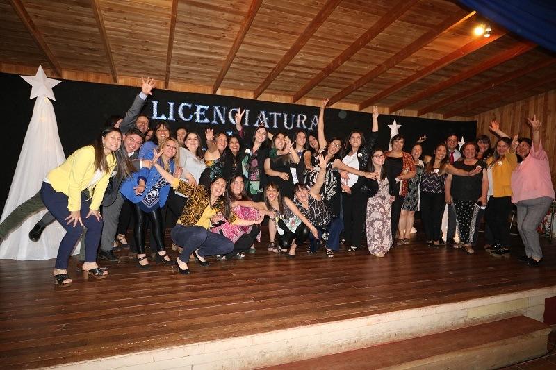 Escuela Licarayén realiza licenciatura a Kinder y Octavo básico