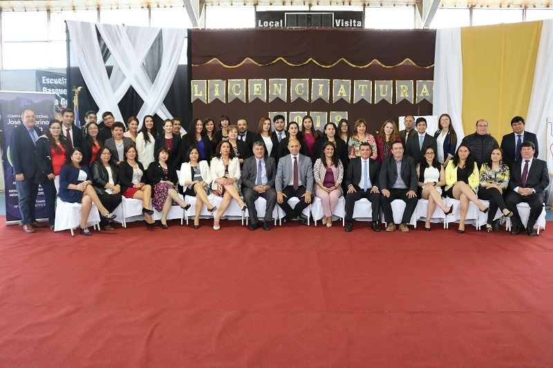 Estudiantes de 8vo y 4° medio del C.E.J.V. Lastarria se licencian