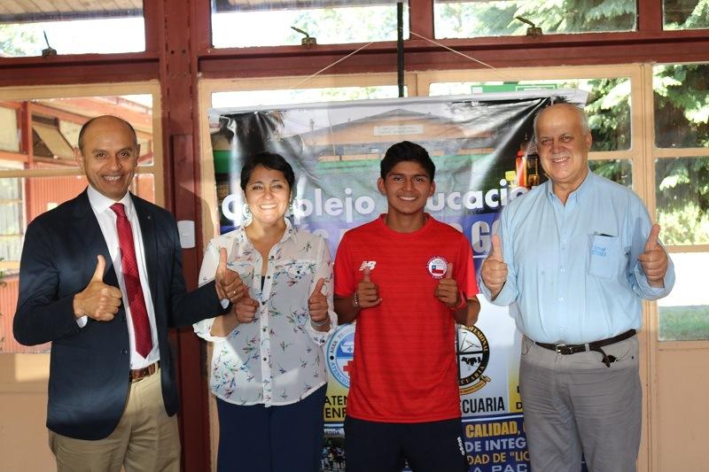 Alcalde despide a estudiante de Liceo Bicentenario que viaja a campeonato sudamericano