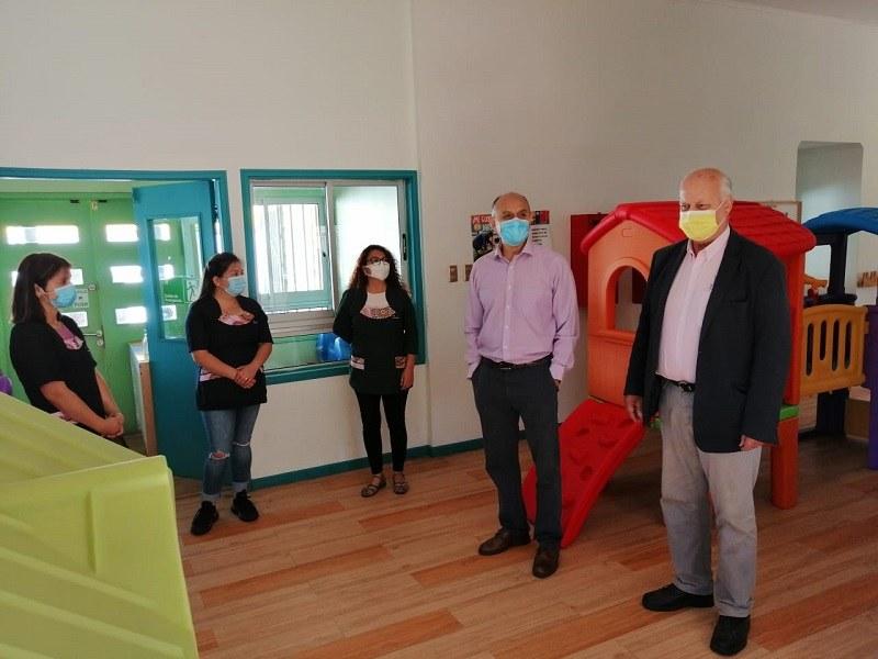 Alcalde hace entrega de set de estimulación psicomotriz a Jardín Infantil Pasitos Felices de Lastarria