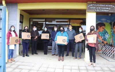 Complejo Educacional José Victorino Lastarria entrega notebook a sus estudiantes